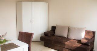 Wohnzimmer - Schrank und Schlafsofa