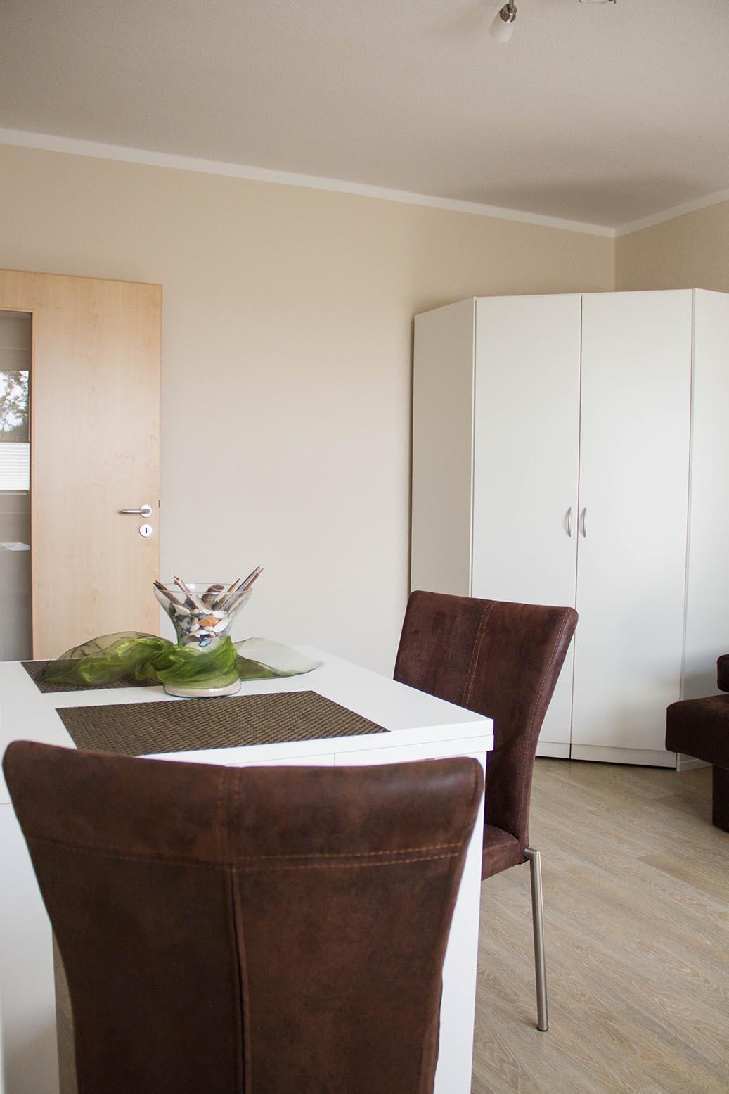 wohnen auf zeit bei der wbg oberland neugersdorf eg m bliertes zimmer monteurzimmer und. Black Bedroom Furniture Sets. Home Design Ideas